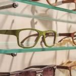 Holzbrille mit Ulmenblatt