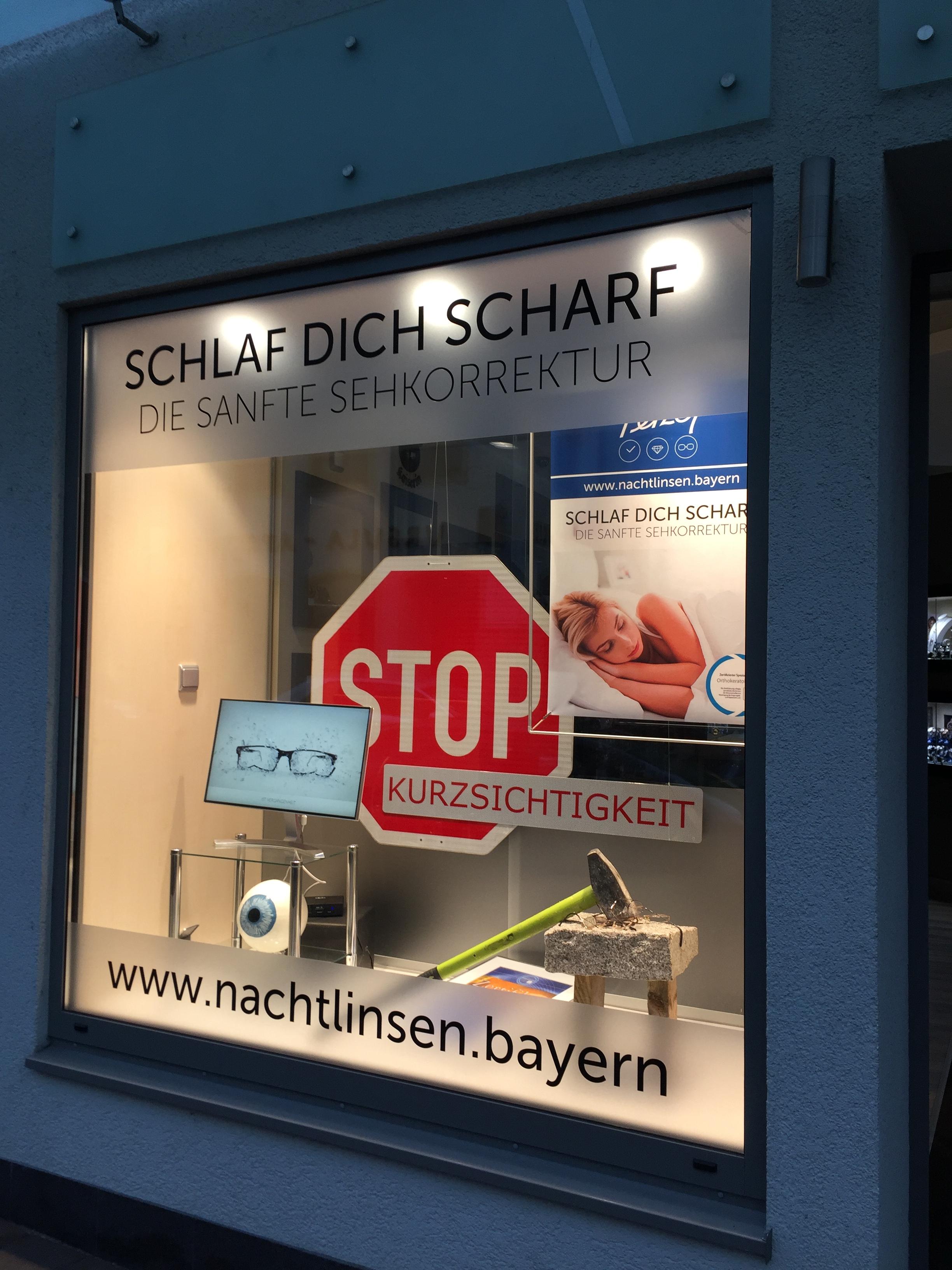 """Optik-Schaufenster """"Nachtlinsen"""""""