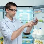 OrCam erkennt Produkte wie Joghurt oder auch Medikamente