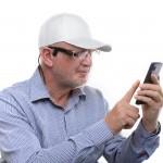 OrCam und Smartphone