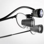 Zeiss-Fernrohrlupensystem mit Beleuchtungseinheit